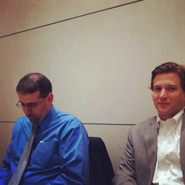 """יועץ הניו מדיה של מחלקת המדינה, אלק רוס (ימין) ושגריר ארה""""ב בישראל דן שפירו"""