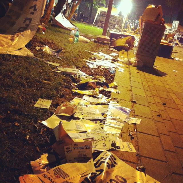 שאריות זבל בסיום יום הפריימריס בליכוד, נובמבר 2012