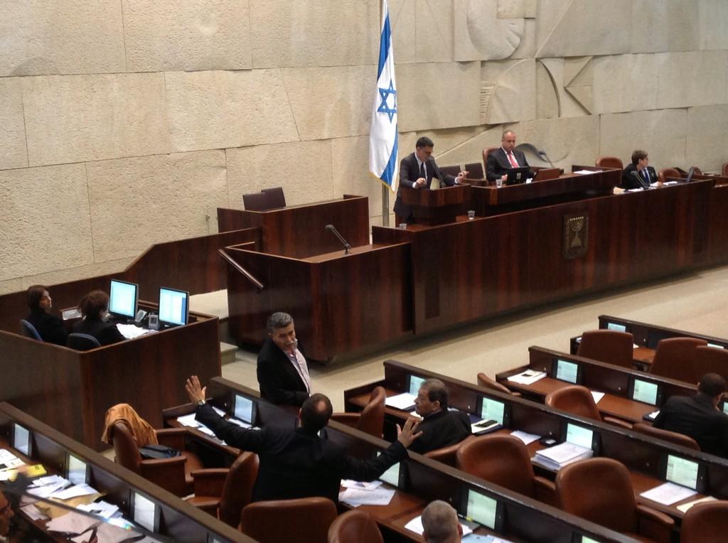 השר פרץ מתעכב לשיחות ממושכות עם בכירי העבודה, חברי הכנסת בן-אליעזר ומרגלית