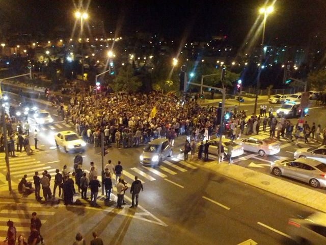 צומת הסינמה סיטי בעת ההפגנה. צילום: אבישי עברי.
