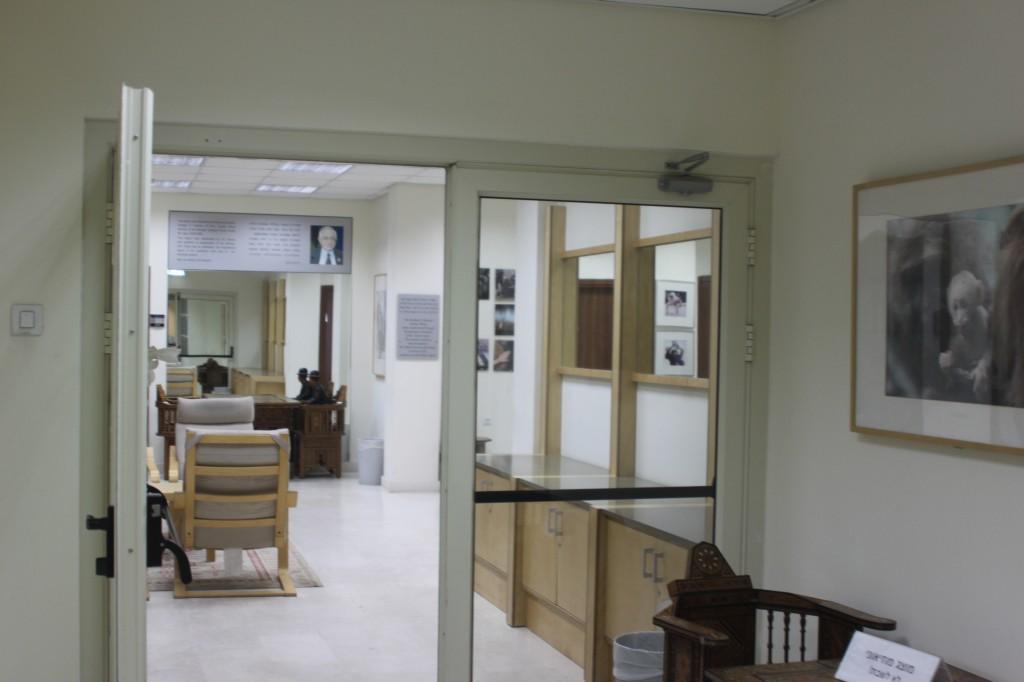 המרכז לרפורמות ומנהיגות, מכללת נתניה. לשכתו של כחלון. צילום: טל שניידר