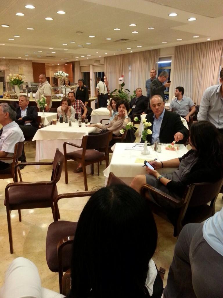 מזנון הכנסת, יום ב׳ 28 ביולי בשעת נאום ראש הממשלה בשידור חי