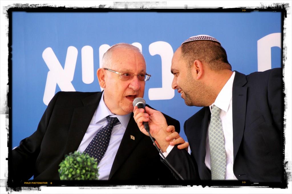 הנשיא ראובן ריבלין וראש עירית לוד יאיר רביבו, סוכות 2014. צילום: רן מלמד
