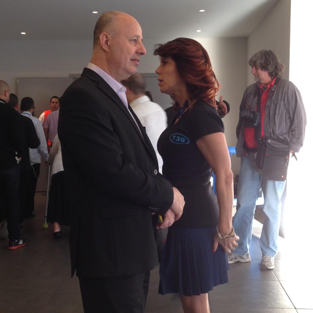 ג׳ודי ניר-שלום-מוזס עם צחי הנגבי, היום בגני התערוכה