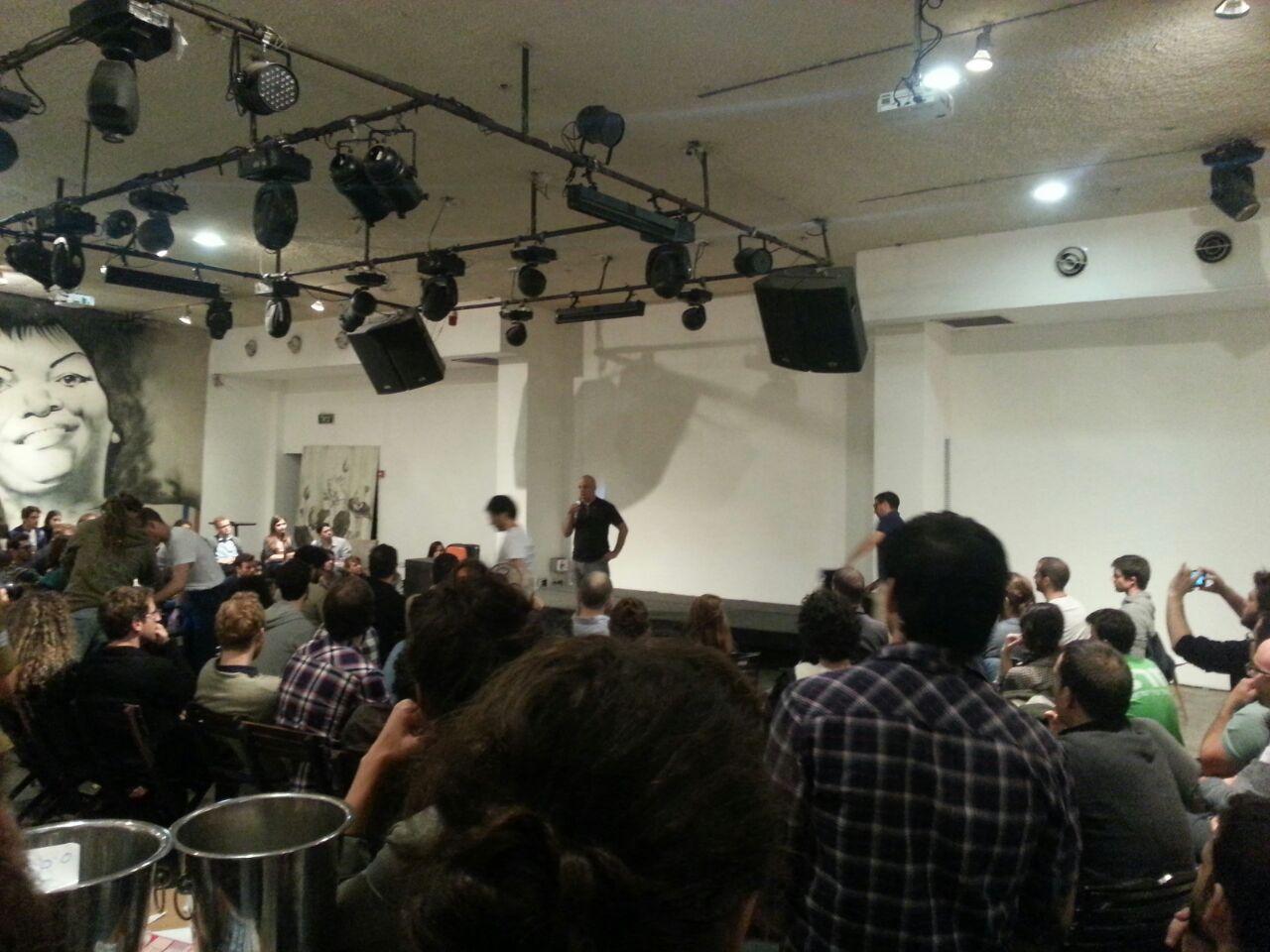 דיסקין מדבר עם אנשי V15, תל אביב, 12 בדצמבר 2014