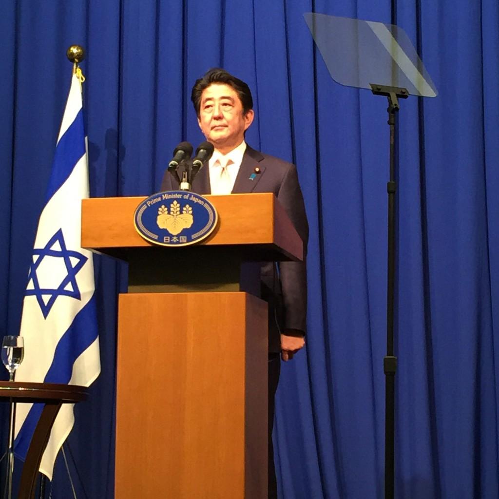 ראש ממשלת יפן, שינזו אבה, במסיבת עיתונאים בירושלים, 20 בינואר 2015. צילום: טל שניידר