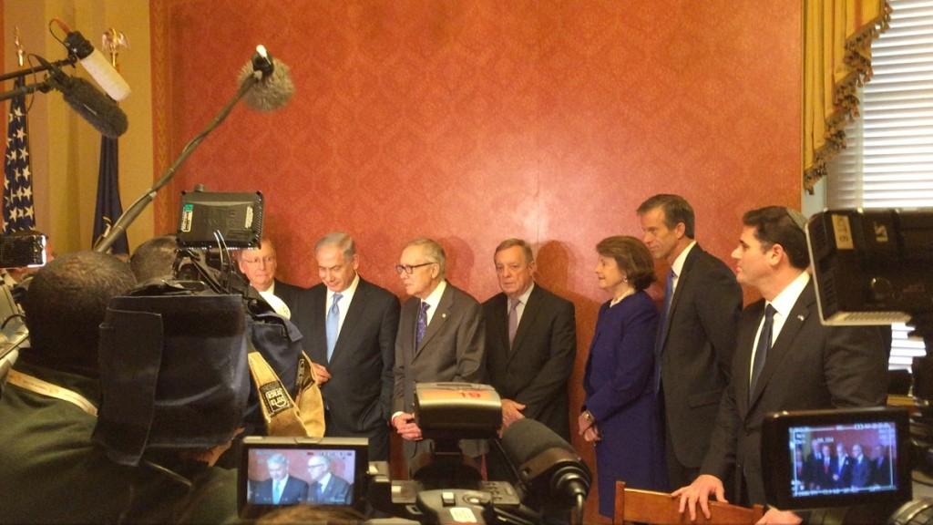 נתניהו עם ההנהגה הדו-מפלגתית של הסנאט, 3 במארס 2015. מימין:  שגריר ישראל בוושינגטון, רון דרמר
