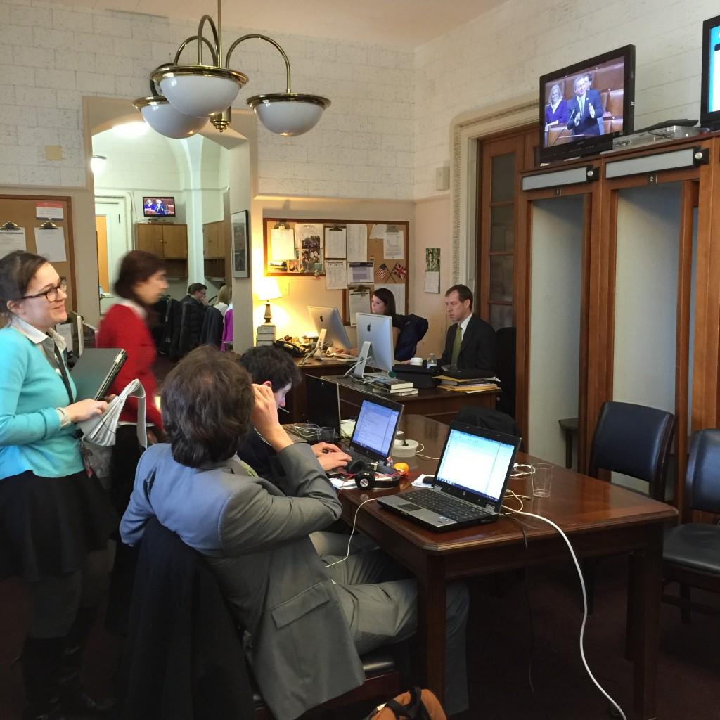 אגף העיתונות, מעל ליציע של בית הנבחרים