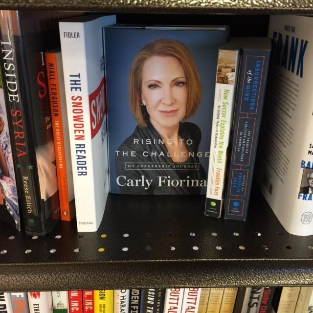 קרלי פיורינה, על מדף הספרים בחנויות בארה״ב (בימים אלה)
