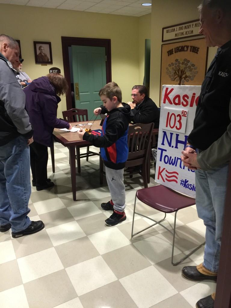 קייסיק הגיע ליותר מ100 מפגשים שונים ברחבי מדינת ניו המפשיר בתקווה (שלו) שזה יסייע לו בקלפיות