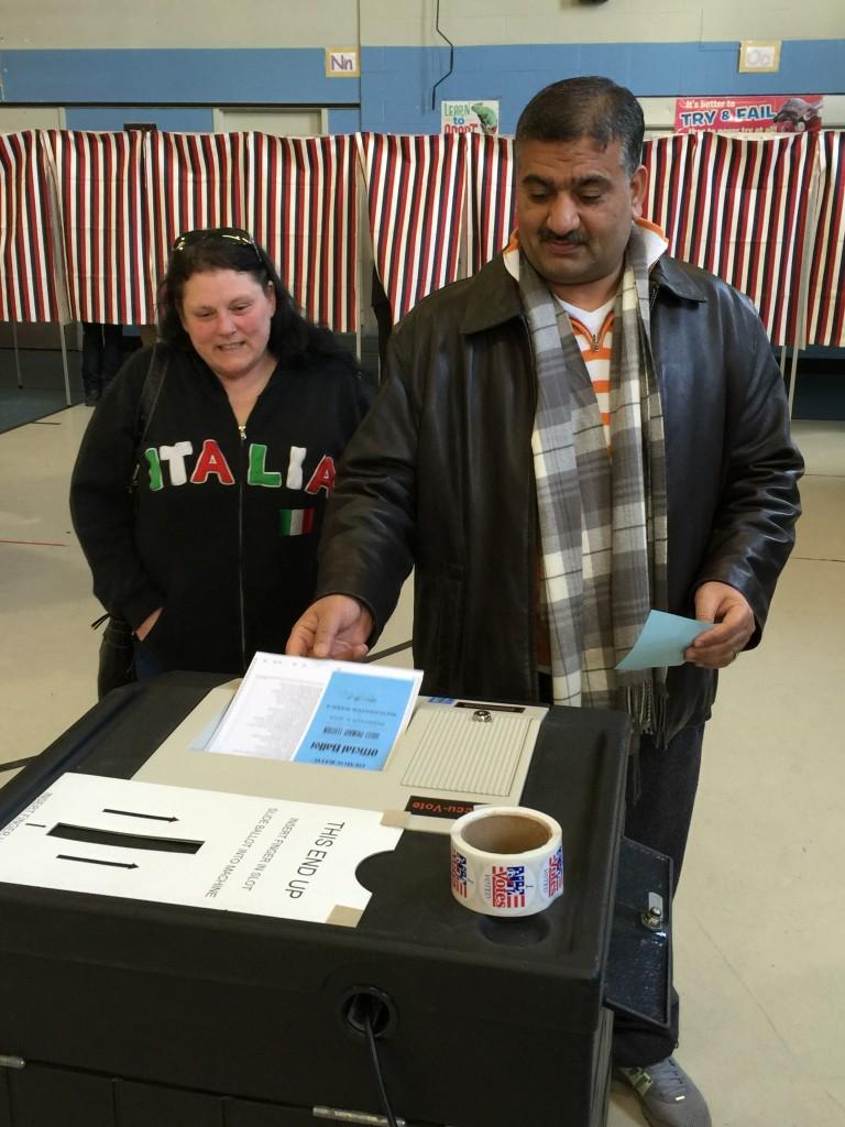 חביב וליסה לאו מצביעים במנצ׳סטר, 9 בפברואר 2016. צילום: טל שניידר