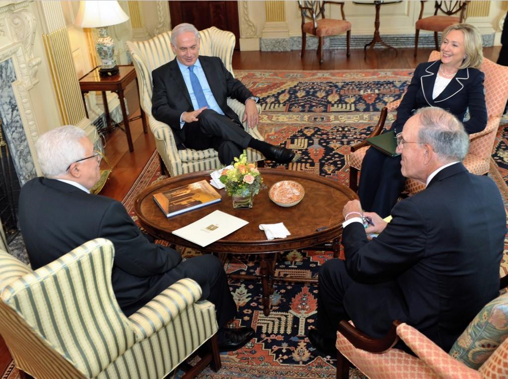 צעירים ויפים בשש שנים. קלינטון, נתניהו ואבו מאזן בפגישה בוושינגטון, 2010