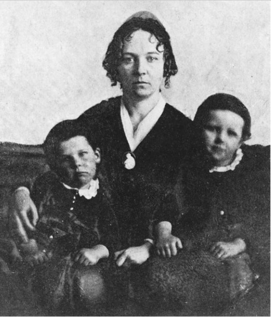 אליזבת סטנטון ושניים מתוך שבעת ילדיה