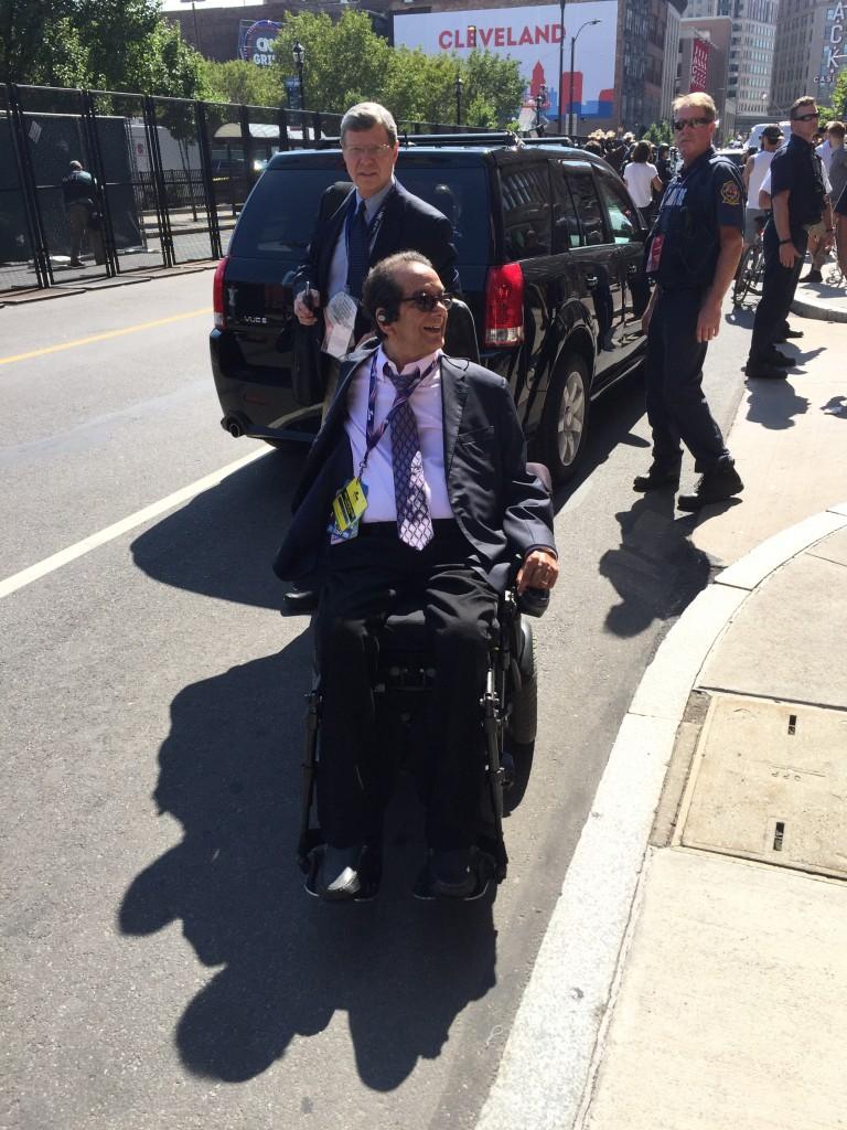 סלב עיתונות: צ׳רלס קורטהיימר, אחד מן הכותבים השמרנים המשפיעים ביותר בארה״ב (וושינגטון פוסט), חבר קרוב של השגריר הישראלי רון דרמר ובכירי הליכוד.