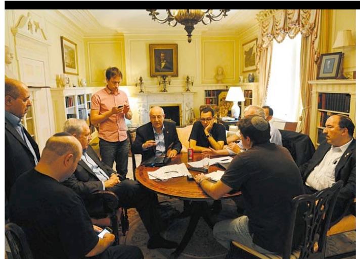 נתניהו והגברים שלו (2009): גיל שפר, רוני סופר, גידי שמרלינג, עו״ד מולכו, דורי גולד, דרמר