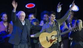 קרוז עם מוזיקת קאנטרי סנדרס מעדיף שירי מחאה