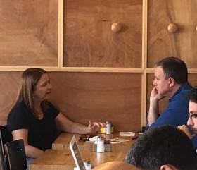 מרגלית ויחימוביץ׳ בבית קפה – פוסט מתח״ככים